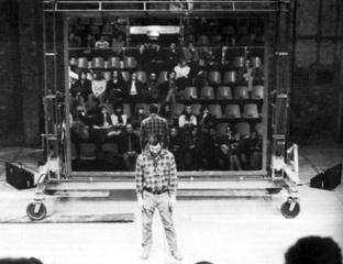Dan Graham «Performer/Audience/Mirror» | Performer/Audience/Mirror, Riverside Studios London (GB)