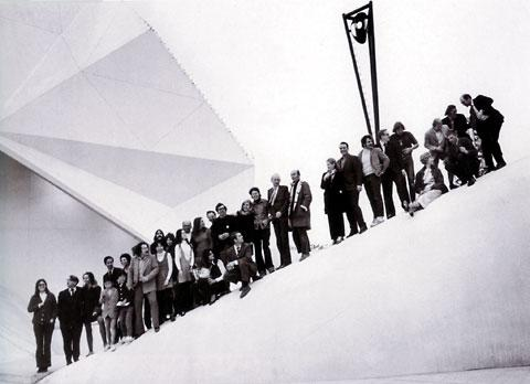 E.A.T. – Experiments in Art and Technology «Experiments in Art and Technology - Documents» | Group photo of the crew, Osaka 1970