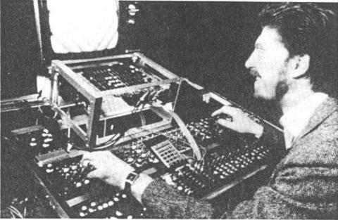 Stephen Beck «Direct Video Synthesizer» | Stephen Beck with Video-Weaver
