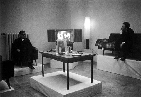 Richter, Gerhard; Lueg, Konrad, «Leben mit Pop. Eine Demonstration für den Kapitalistischen Realismus», 1963 Still from the action of 1963 | Photography | © Richter, Gerhard; Lueg, Konrad
