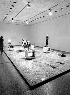 Wolf Vostell «Electronic Dé-coll/age, Happening Room»